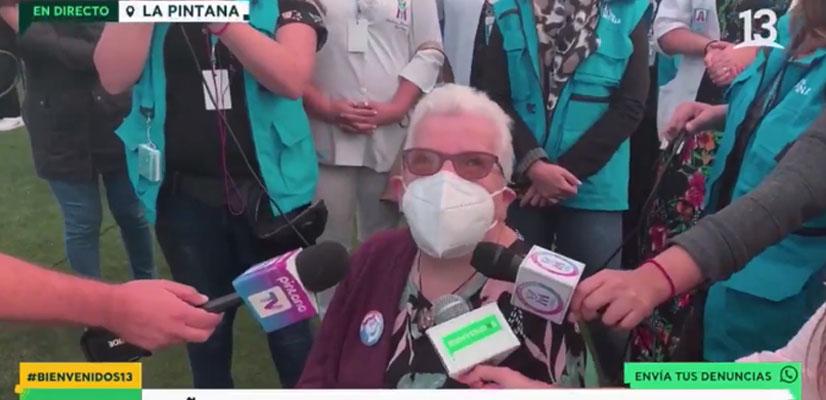 «Tenemos que dar el ejemplo»: el inspirador mensaje de una abuelita que se vacunó