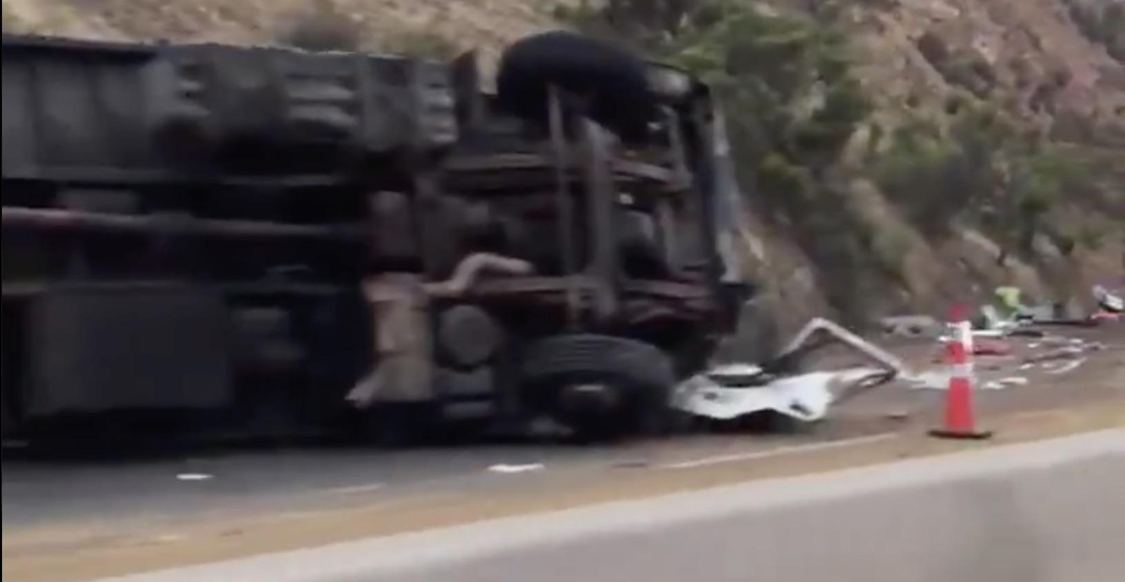 Padres mueren e hijas quedan heridas de gravedad tras ser aplastados por camión