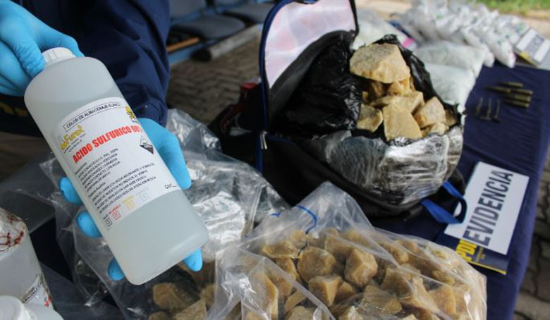 Desbaratan laboratorio artesanal en Concepción: más de 100 kilos de droga incautada
