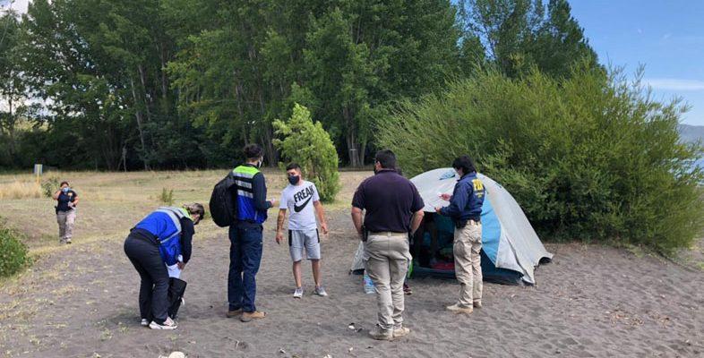 Por acampar: inician cinco sumarios sanitarios a grupo que estaba a orillas del Río Bío Bío