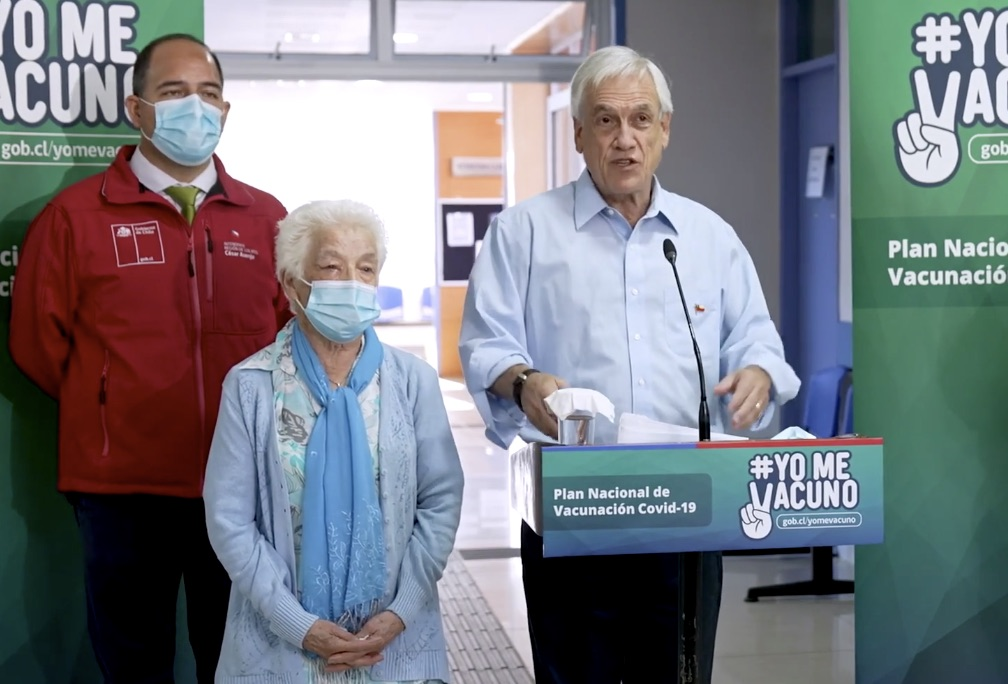 Querella contra el Presidente: Se sacó la mascarilla al lado de una adulta mayor de 93 años