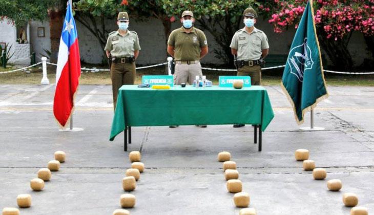 Más de 60 kilos: detienen a 6 bolivianos que traían droga escondida a bordo de un minibus