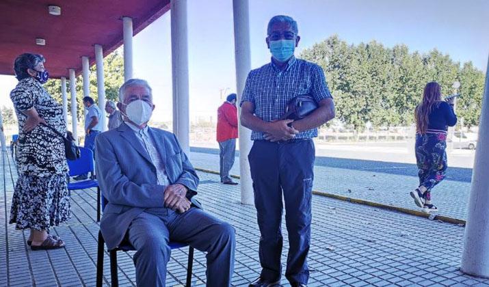 Los Ángeles responde al llamado: hombre de 96 años fue el primero en vacunarse