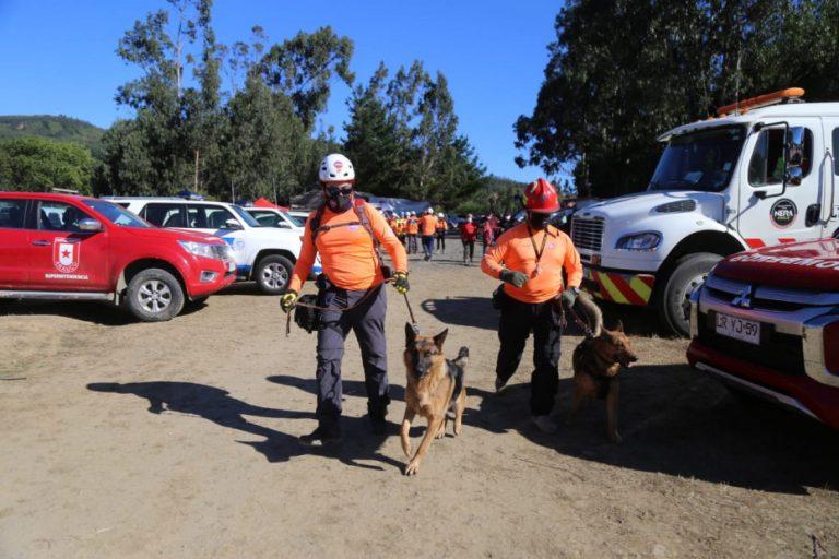 Con 30 perros y más de 400 de personas se espera el milagro de encontrar a Tomás con vida