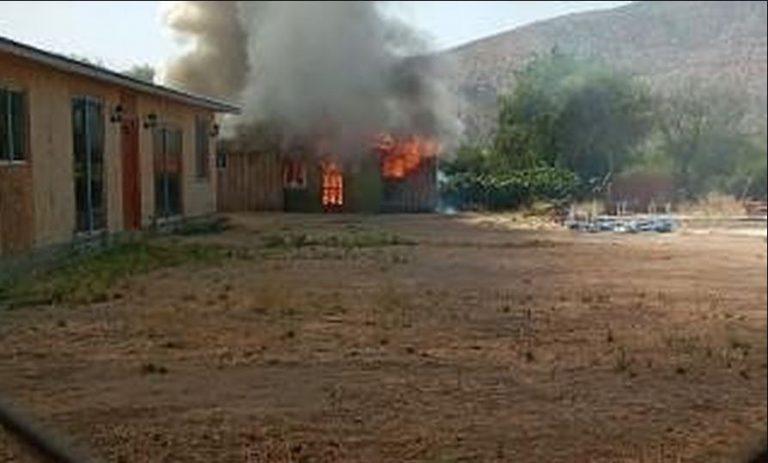 Avioneta cayó sobre una casa en Curacaví y provocó un incendio: piloto quedó lesionado