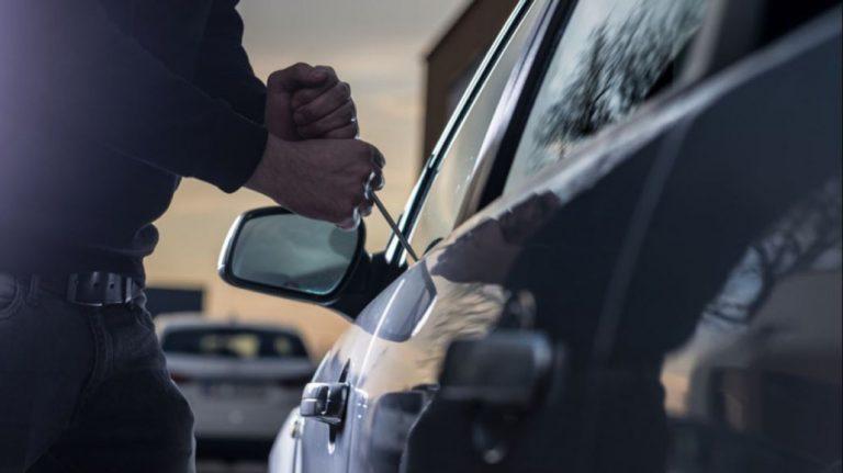 L.A: detienen a sujeto que se había fugado tras ser sorprendido robando un auto